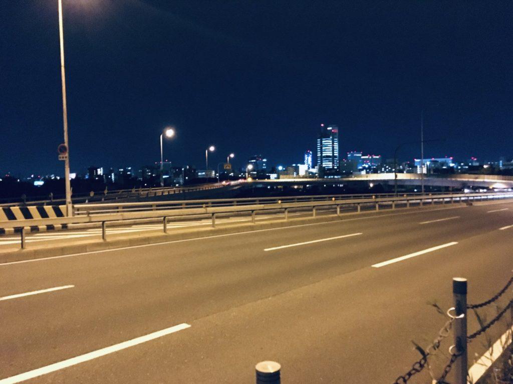 夜の長柄橋から見た街の灯り