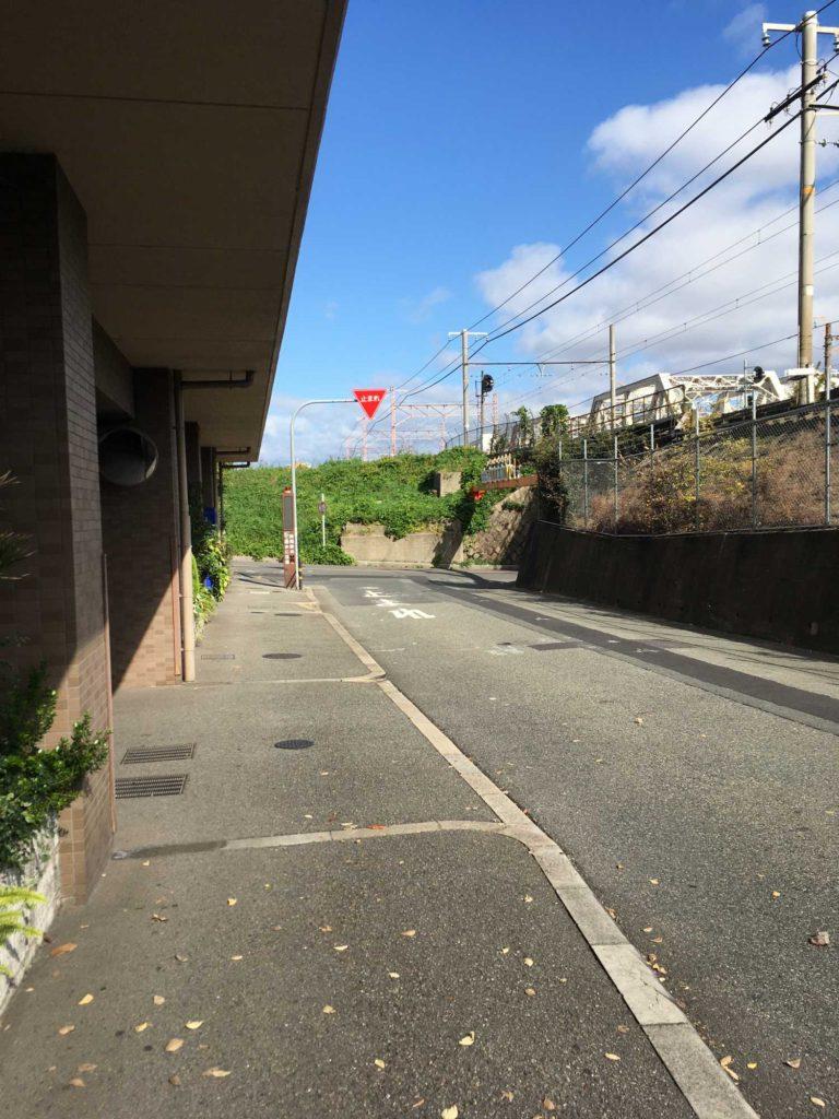 神崎川へ向かう途中の道路