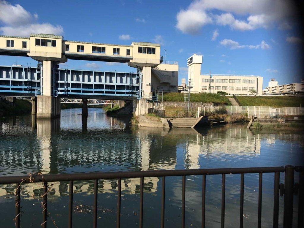 神崎川の番田水門