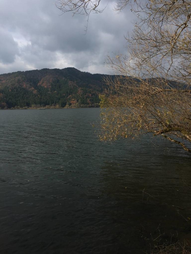 余呉湖の冬のオーバーハング